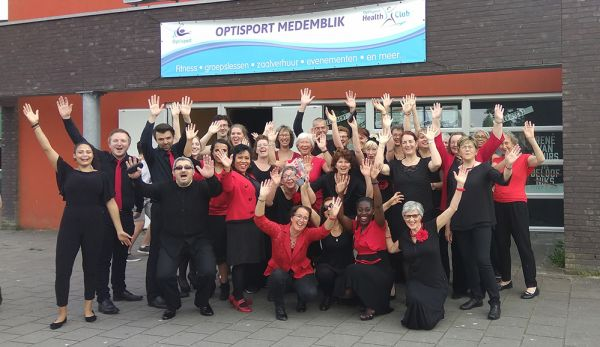 choir-posed-arms-up-at-medemblik93E69CA6-EEFB-913B-C4CC-6033CDD3BB2A.jpg