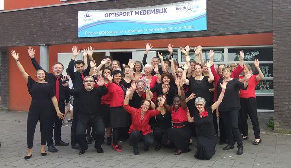 choir-posed-arms-up-at-medemblik93E69CA6-EEFB-913B-C4CC-6033CDD3BB2A.jpg